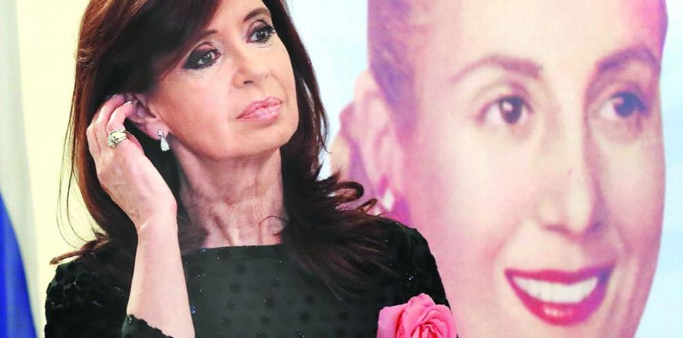 Procesan a Kirchner por irregularidades en su administración