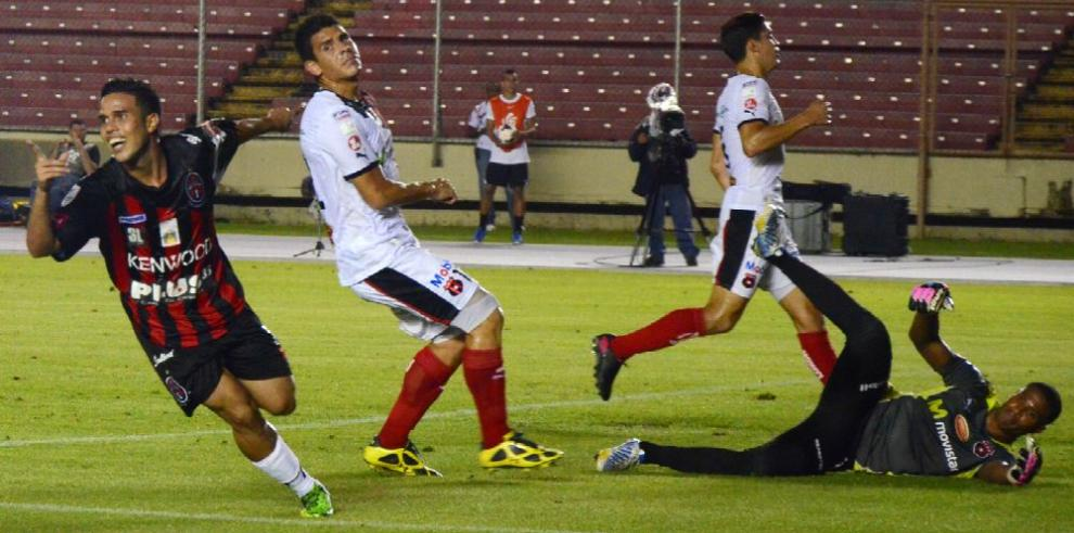 Floro promete un proyecto ambicioso con Alajuelense