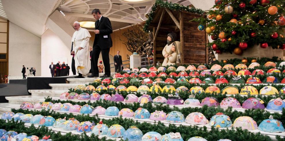 El Vaticano inaugura Nacimiento y el árbol de Navidad en San Pedro