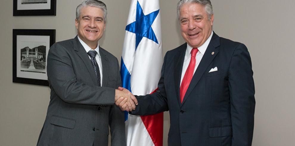 Panamá postula a Fernando Aramburú como presidente de CAF