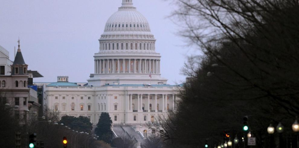 Policía cierra el centro de visitas del Capitolio por un supuesto tiroteo