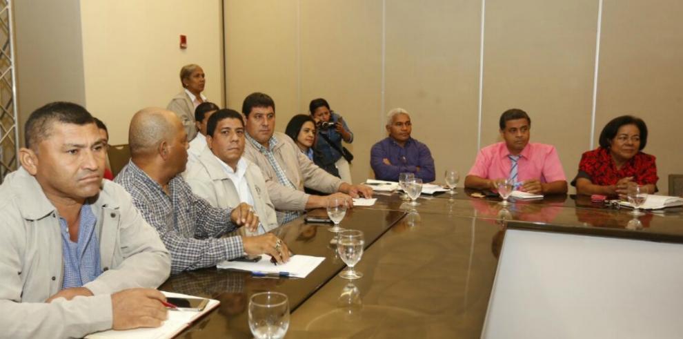 Comisión de alto nivel presenta propuesta a educadores