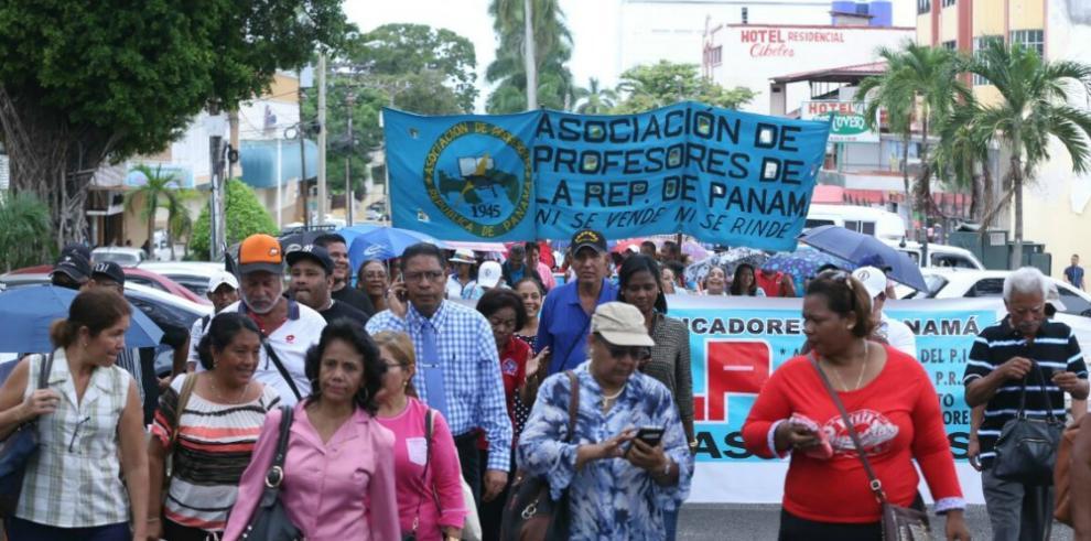 Educadores anuncian huelga indefinida