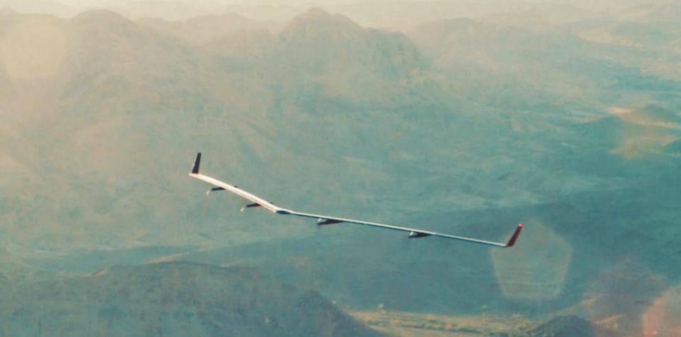 Facebook realiza vuelo de prueba de su vehículo solar no tripulado