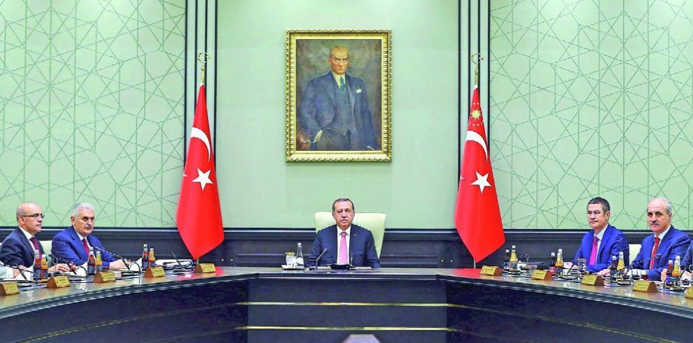 Turquía realiza purgas dentro de sus universidades