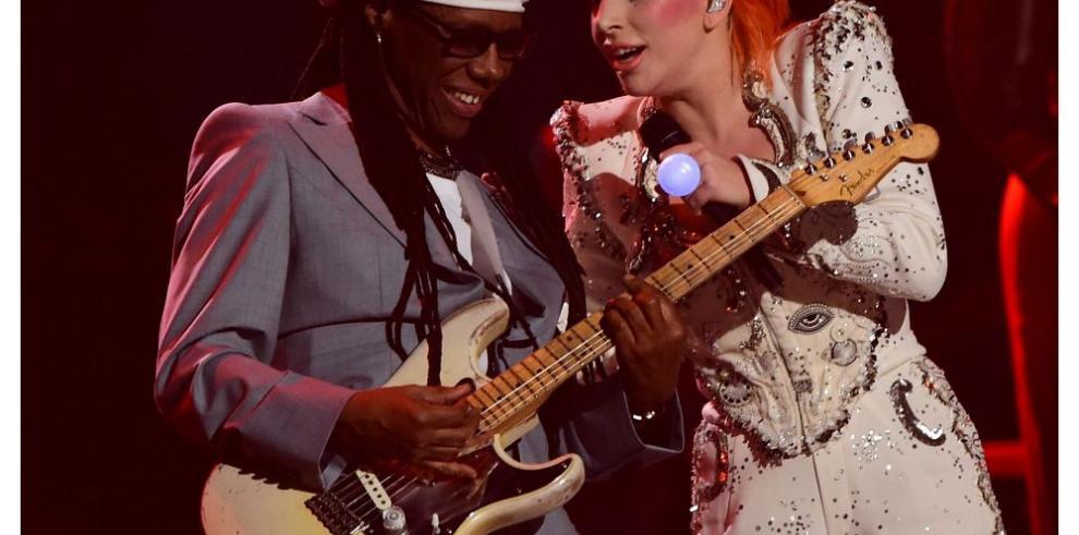 Taylor Swift y Lady Gaga reinan en los Grammy