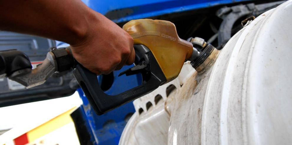 Maduro sube precio de gasolina en Venezuela por primera vez en 20 años