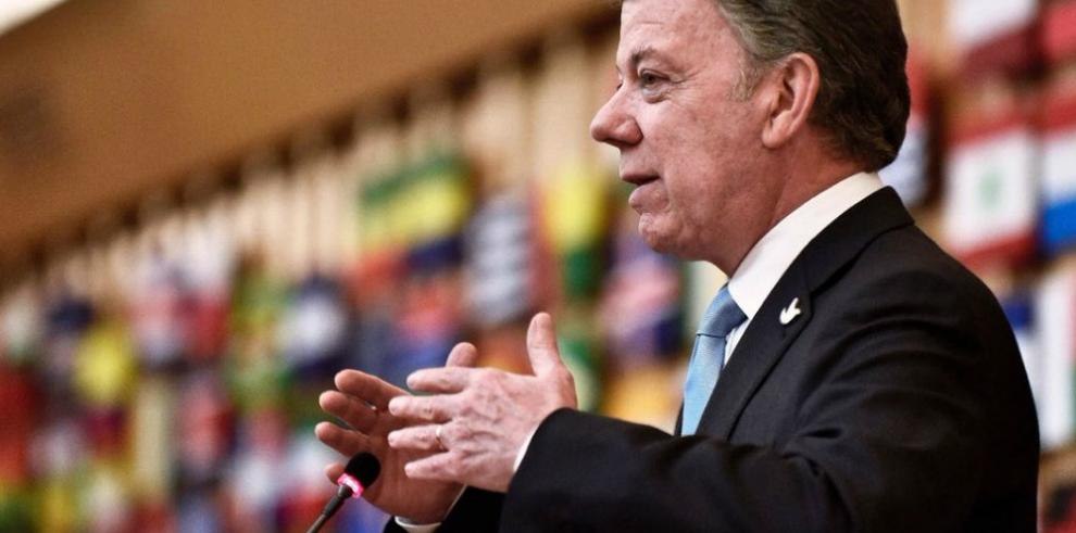 Santos insta a Uribe ante el papa a colaborar en los Acuerdos de Paz