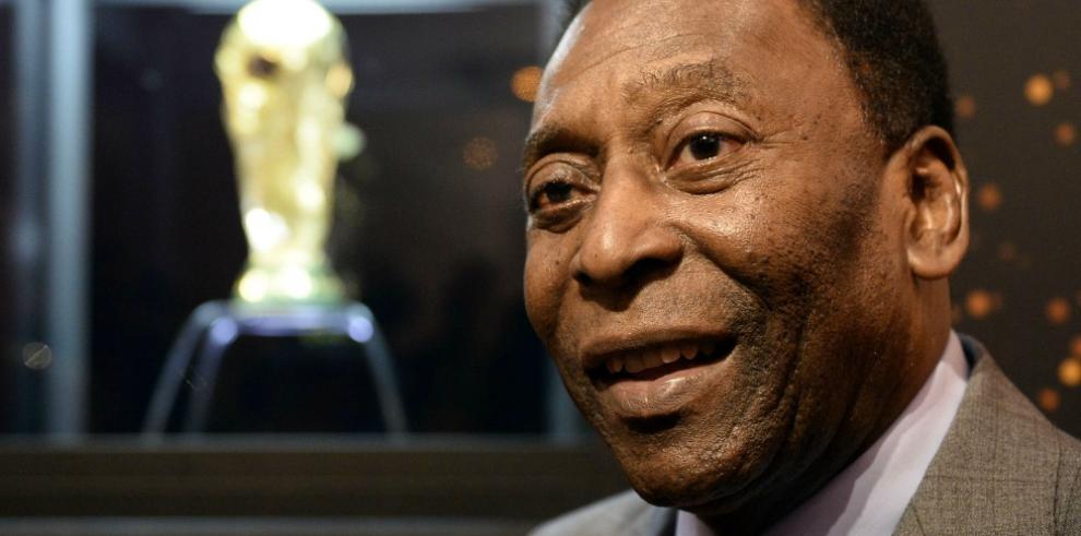 El 'rey' Pelé subastará sus medallas, trofeos y hasta su corona