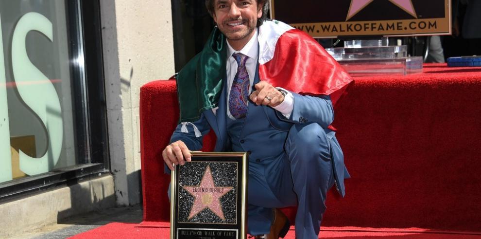 Hollywood honra con una estrella al comediante mexicano Eugenio Derbez