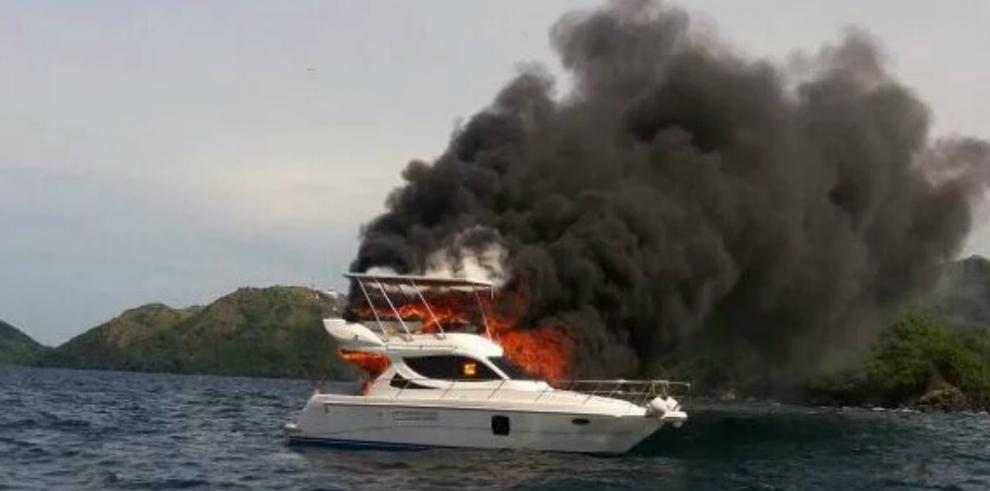 Rescatan 4 personas tras incendiarse yate en Taboga