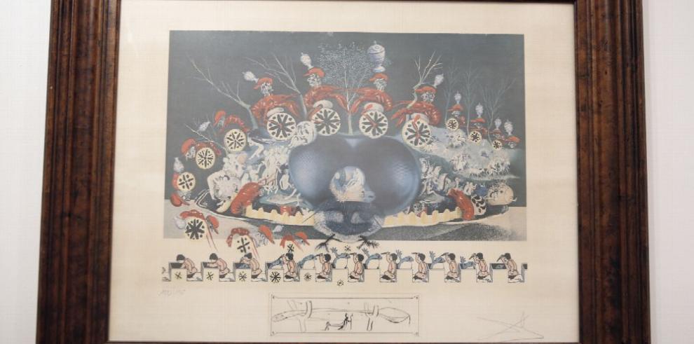 A la mesa, con Salvador Dalí