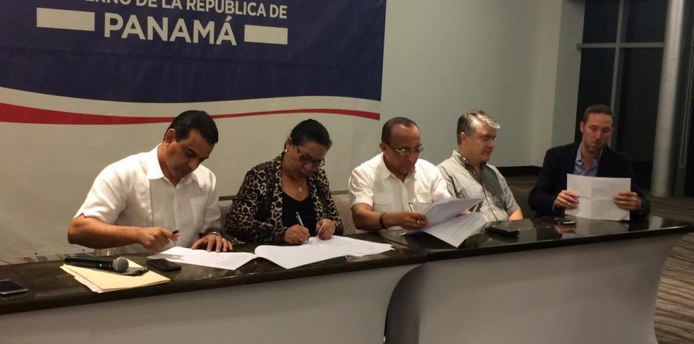 Docentes firman acuerdo y reanudan clases