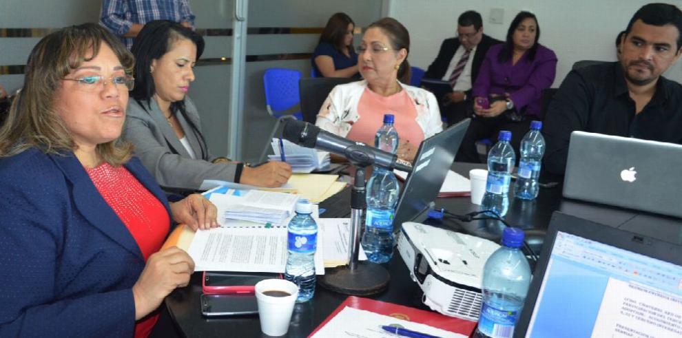 Martínez agudiza su polémica con las organizaciones sociales