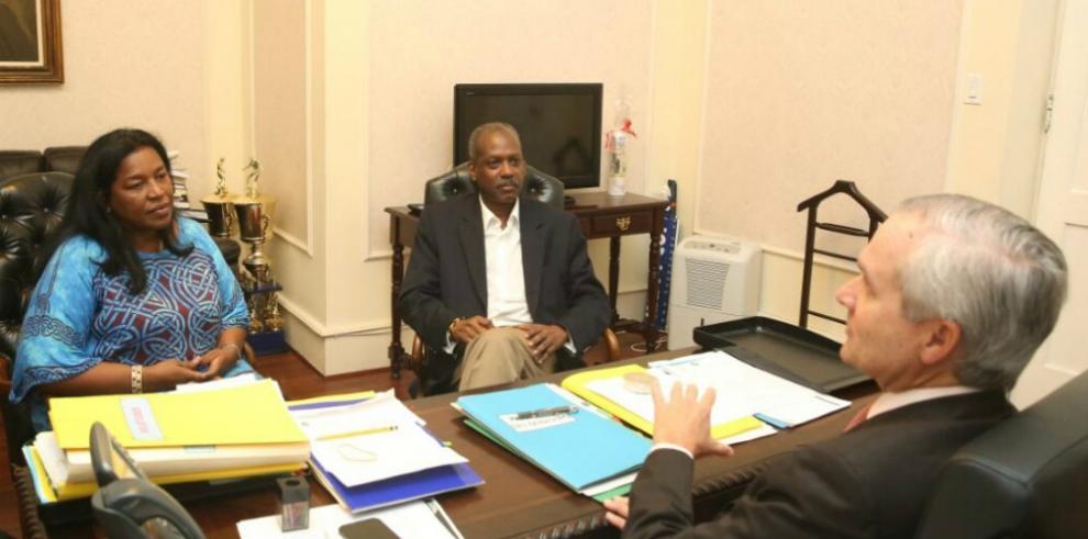 Gobierno realiza acto de desagravio a Alberto Barrow