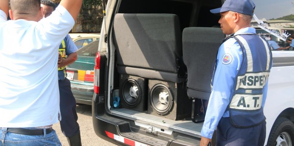 Transportistas infringen ley de tránsito