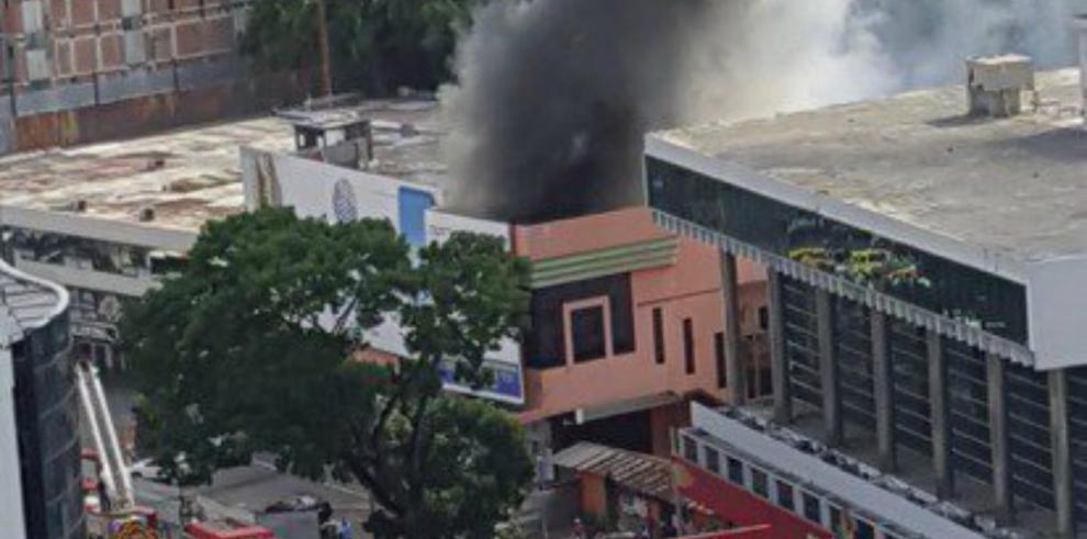 Se registra incendio cerca del antiguo cine Alhambra en Vía España