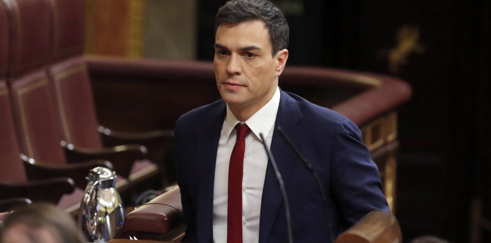 Líder socialista español fracasa en su investidura y recibe ataques