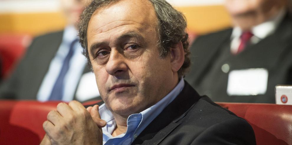 Platini anuncia que retira su candidatura a presidencia de FIFA