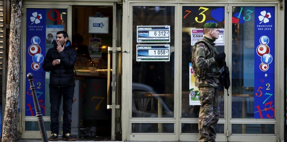 Matan a hombre que atacó una comisaría al norte de París