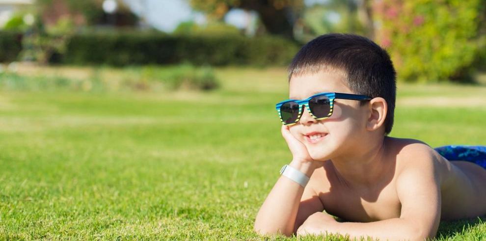 Niños, los más vulnerables ante el sol