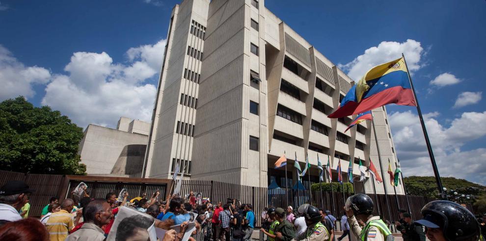 Henry Ramos Allupdenuncia ataques contra sedes de su partido
