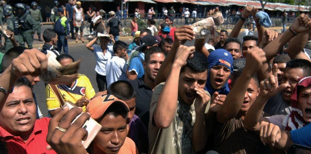 Detienen 135 personas en Venezuela en protestas por falta de efectivo