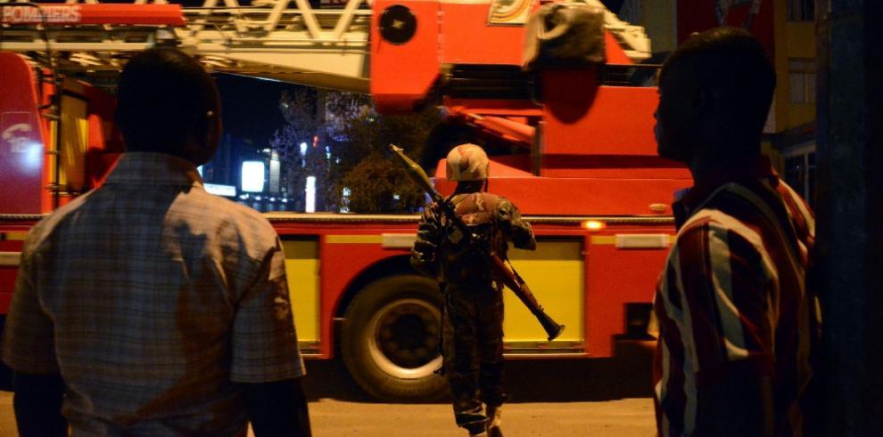 Ejército inicia el asalto del hotel de Uagadugú
