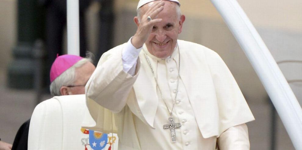 Francisco instó a los políticos a abrirse a los inmigrantes