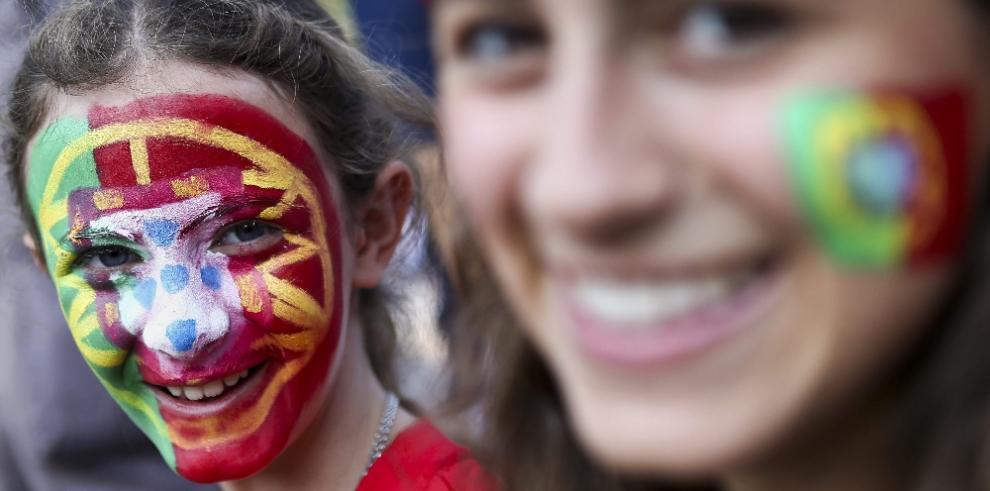 Hermosas chicas se roban miradas en el partido Portugal Vs Polonia