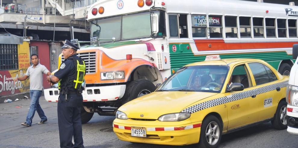 La compleja red de rutas que el sistema de buses 'pirata' tejió