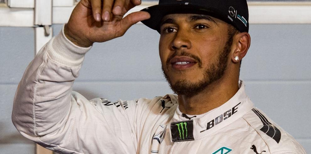 Hamilton logra la 'pole' en Bahréin por delante de Rosberg