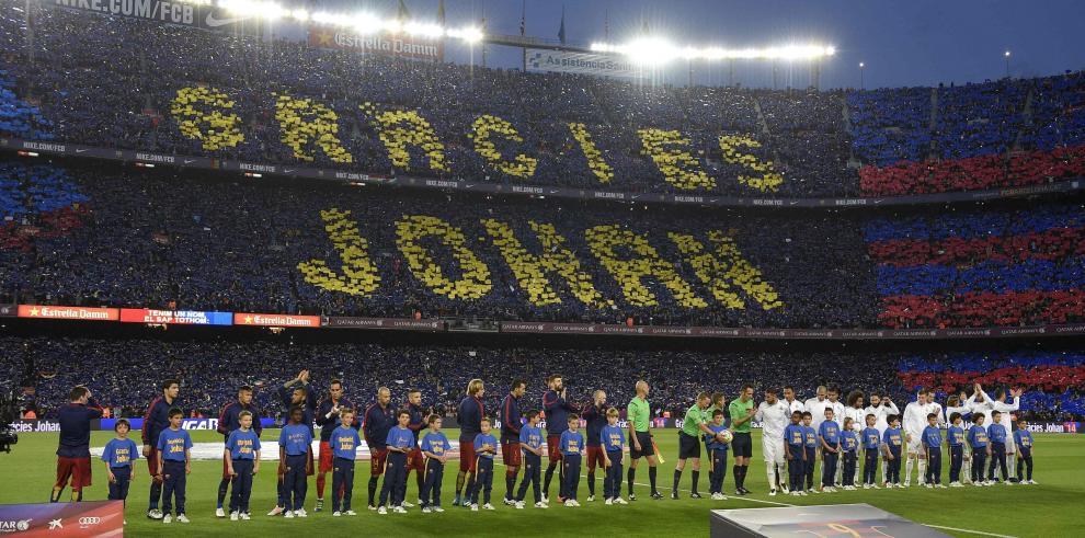 El Camp Nou recuerda a Cruyff antes del Clásico