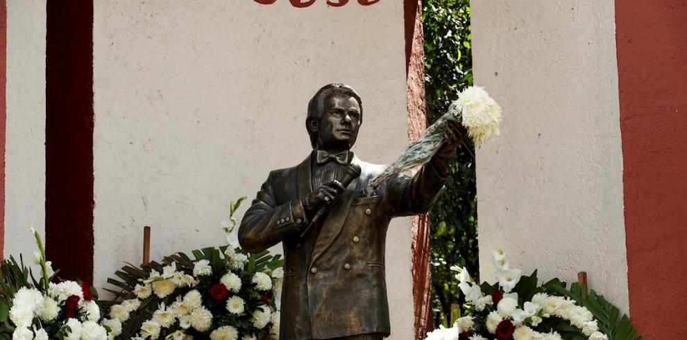 Estatua de José José