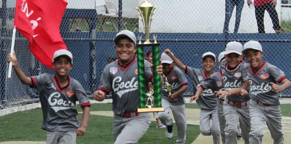 Coclé se corona campeón del sub-10 de béisbol