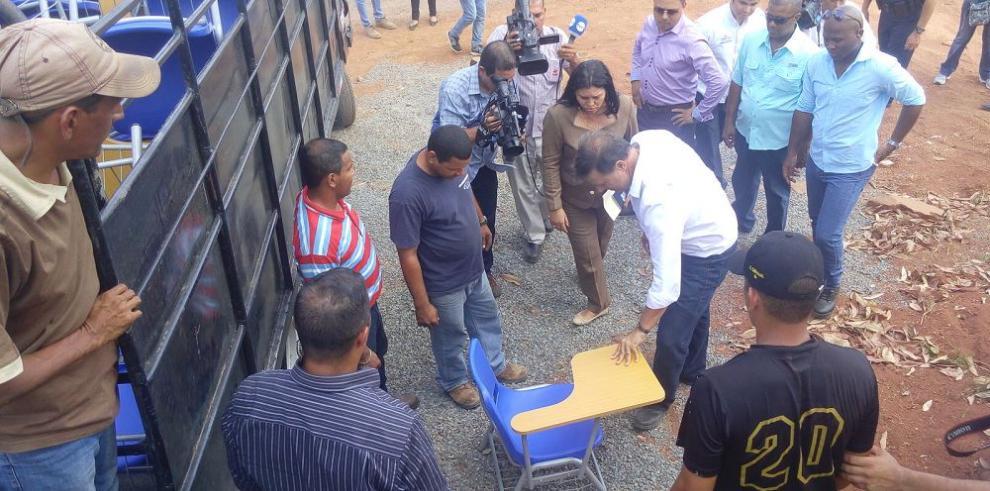 Jefe del Ejecutivo recorre escuelas de Panamá Oeste