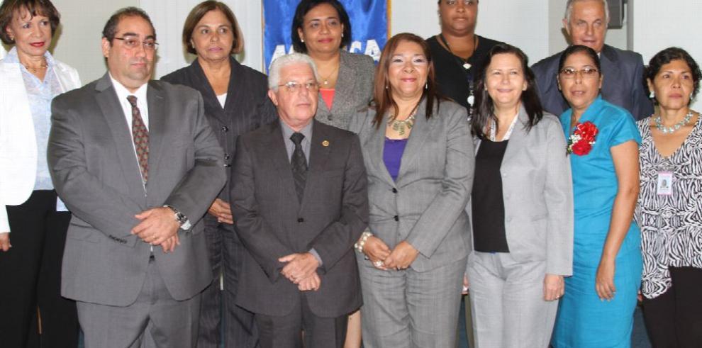 Comisión revisará guías del Meduca