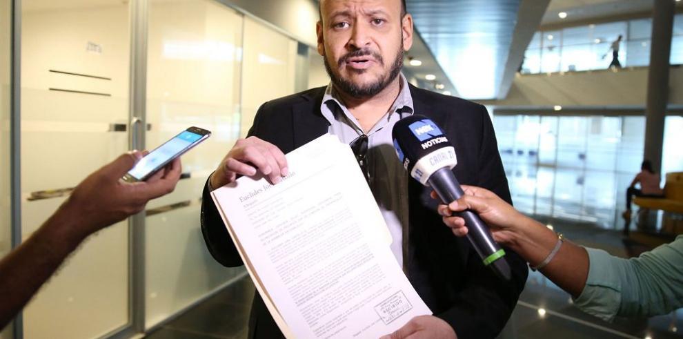Ibarra insiste en unificar denuncias contra Ayú Prado