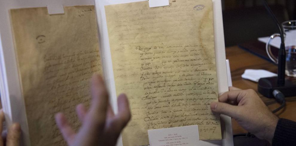 """Autógrafos de Cervantes contienen su """"ADN"""""""