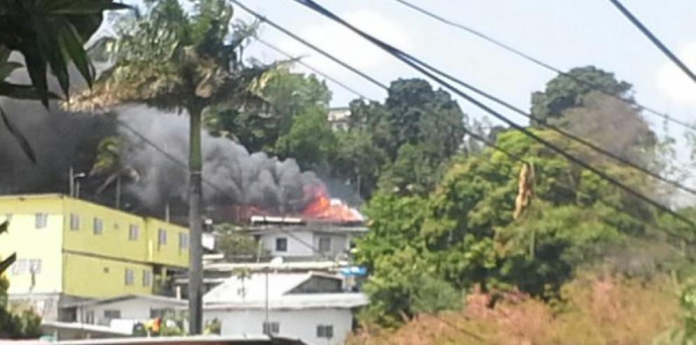 Incendio afecta a dos viviendas en San Miguelito