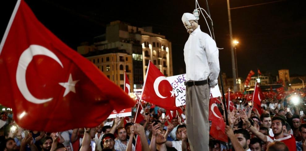 ONU critica suspensión masiva de jueces tras fallido golpe en Turquía