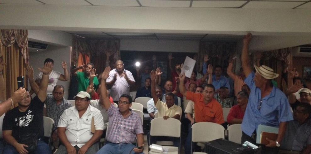 Transportistas del interior del país presionan con suspender 60 rutas