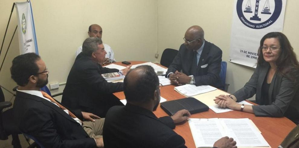 Archibold pide lo reintegren en el Padrón Electoral Universitario