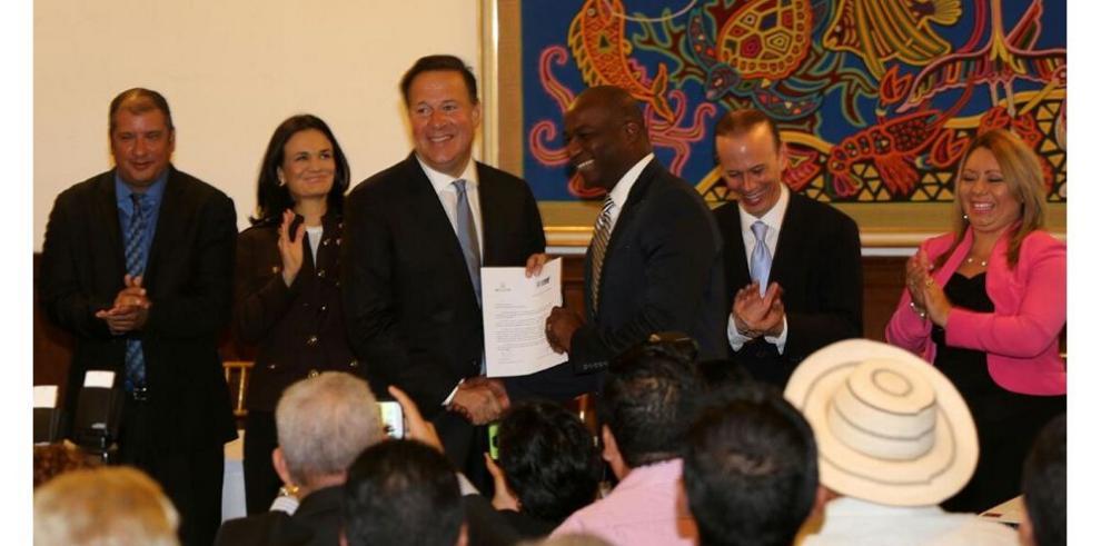 Varela entrega $45.5 millones a alcaldes por descentralización