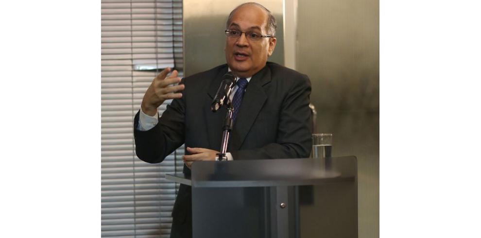 El procurador propone cambios a ley de contratación