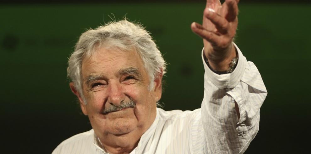 Ex presidente uruguayo Mujica defiende a Lula y a Rousseff
