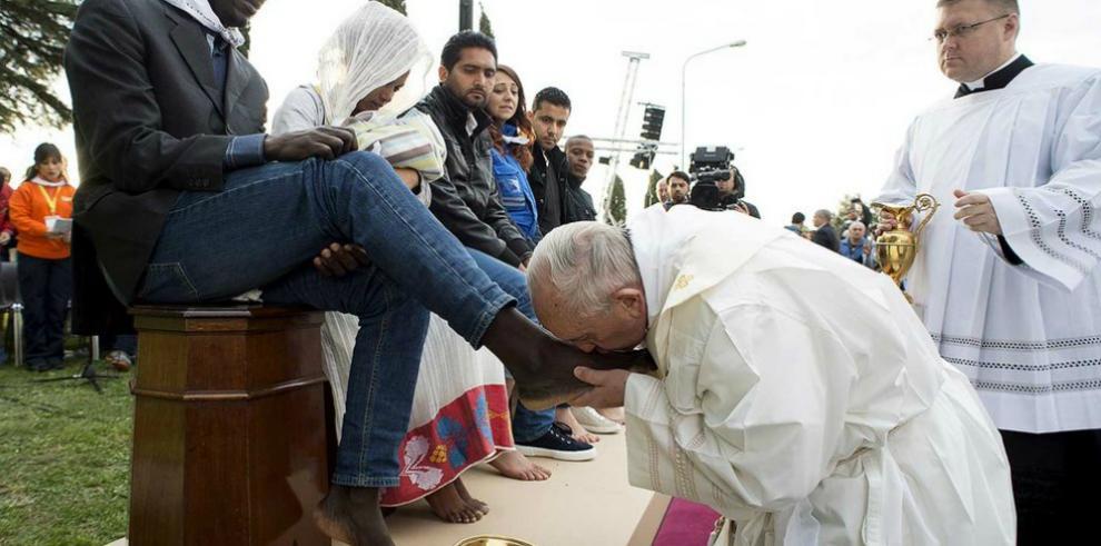 Papa acusa a traficantes de armas de estar detrás de atentados de Bruselas