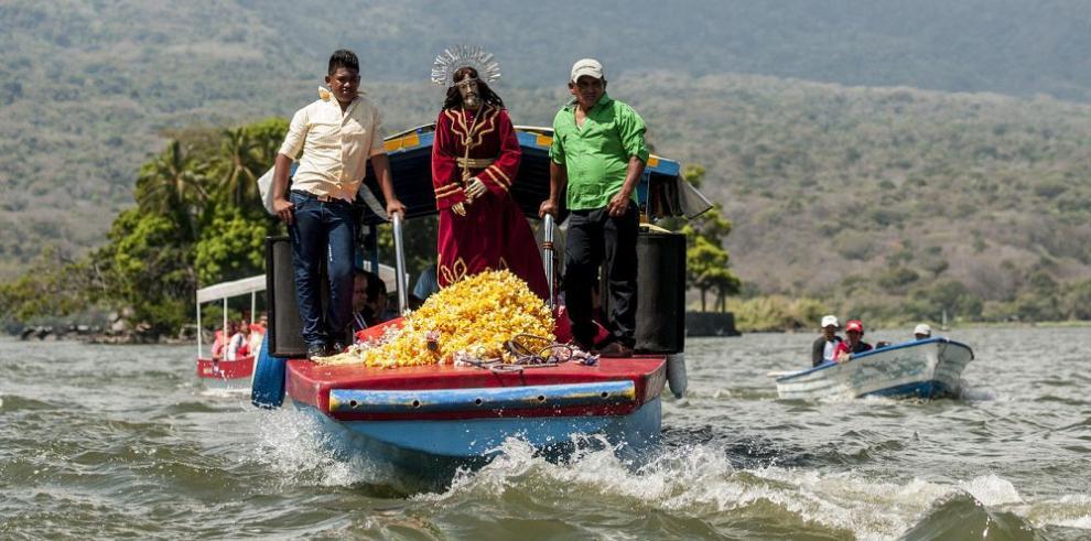 Viacrucis acuático visita cientos de isletas del Gran Lago de Nicaragua
