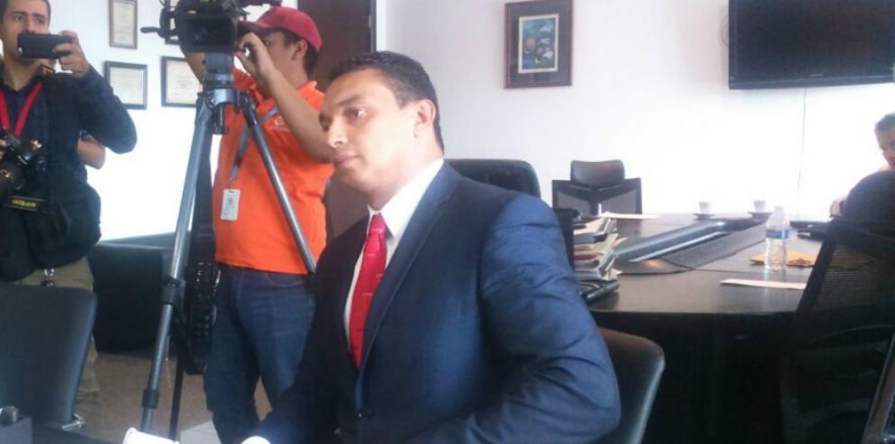 El abogado Ángel Álvarez presenta denuncia contra el magistradoSáenz