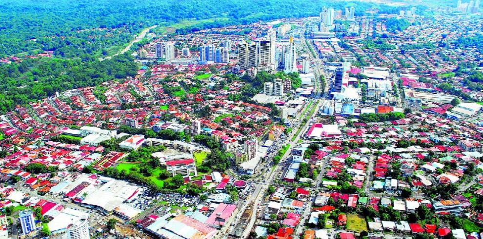 Hay más hogares en la región, pero más pequeños